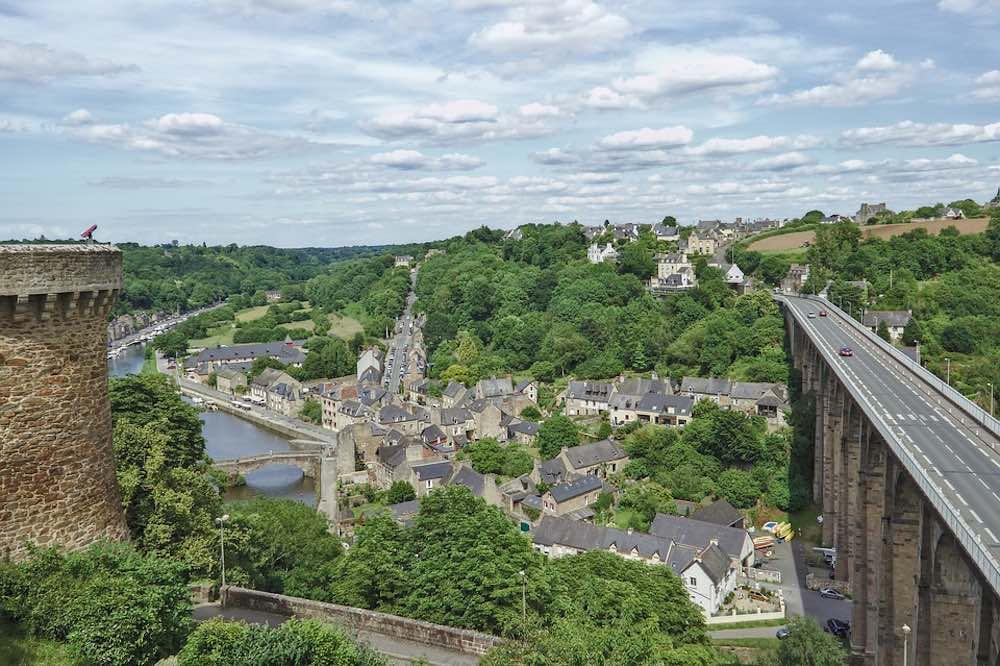 Vue de Bretagne tour et pont